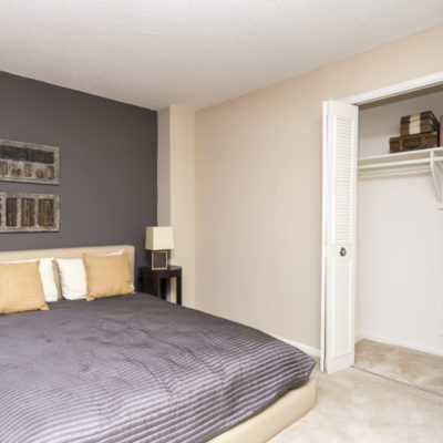 One bedroom apartment with large closet in Silver Spring